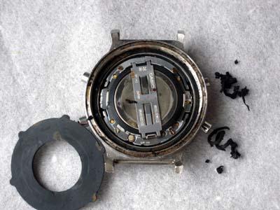 dw-5600c_case_inside_dirt.jpg